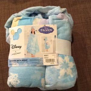 NWT Hooded 'Frozen' Towel